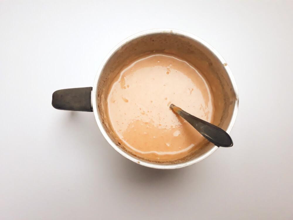 przygotowanie wegańskich lodów o smaku masła orzechowego