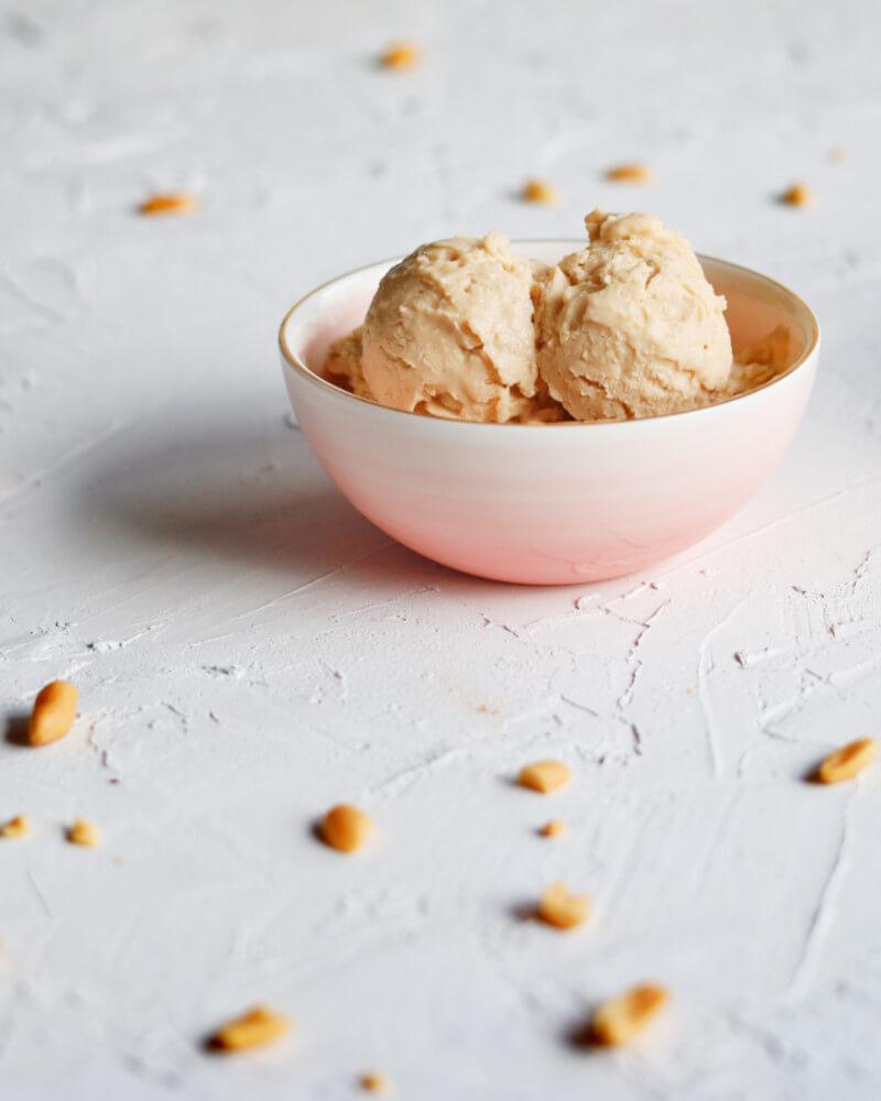 Domowe lody Magnum o smaku masła orzechowego z solonym karmelem