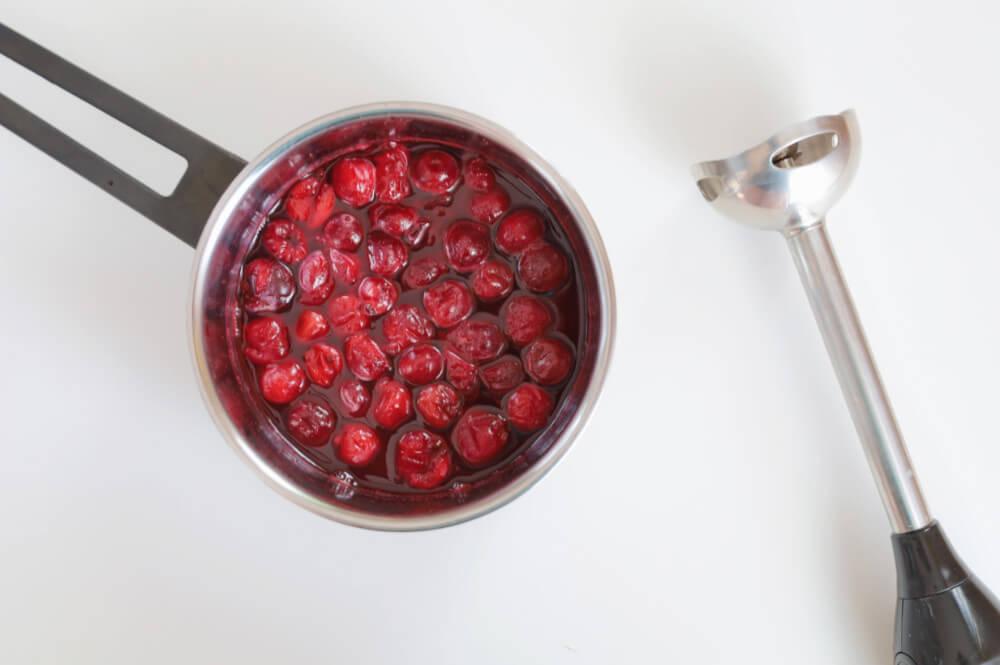 Przygotowanie musu wiśniowego