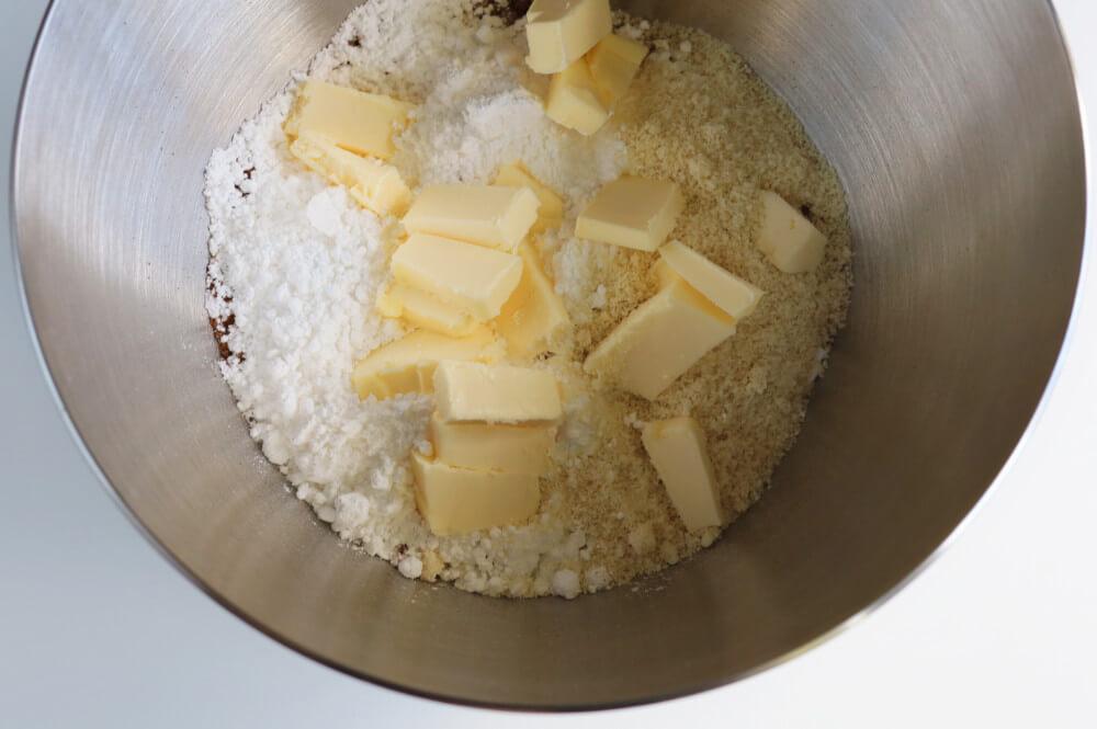 Przygotowanie kruchego ciasta kakowego (sable)
